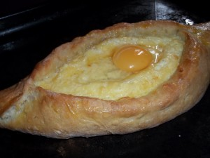 adding-an-egg-to-an-ajarian-khachapuri